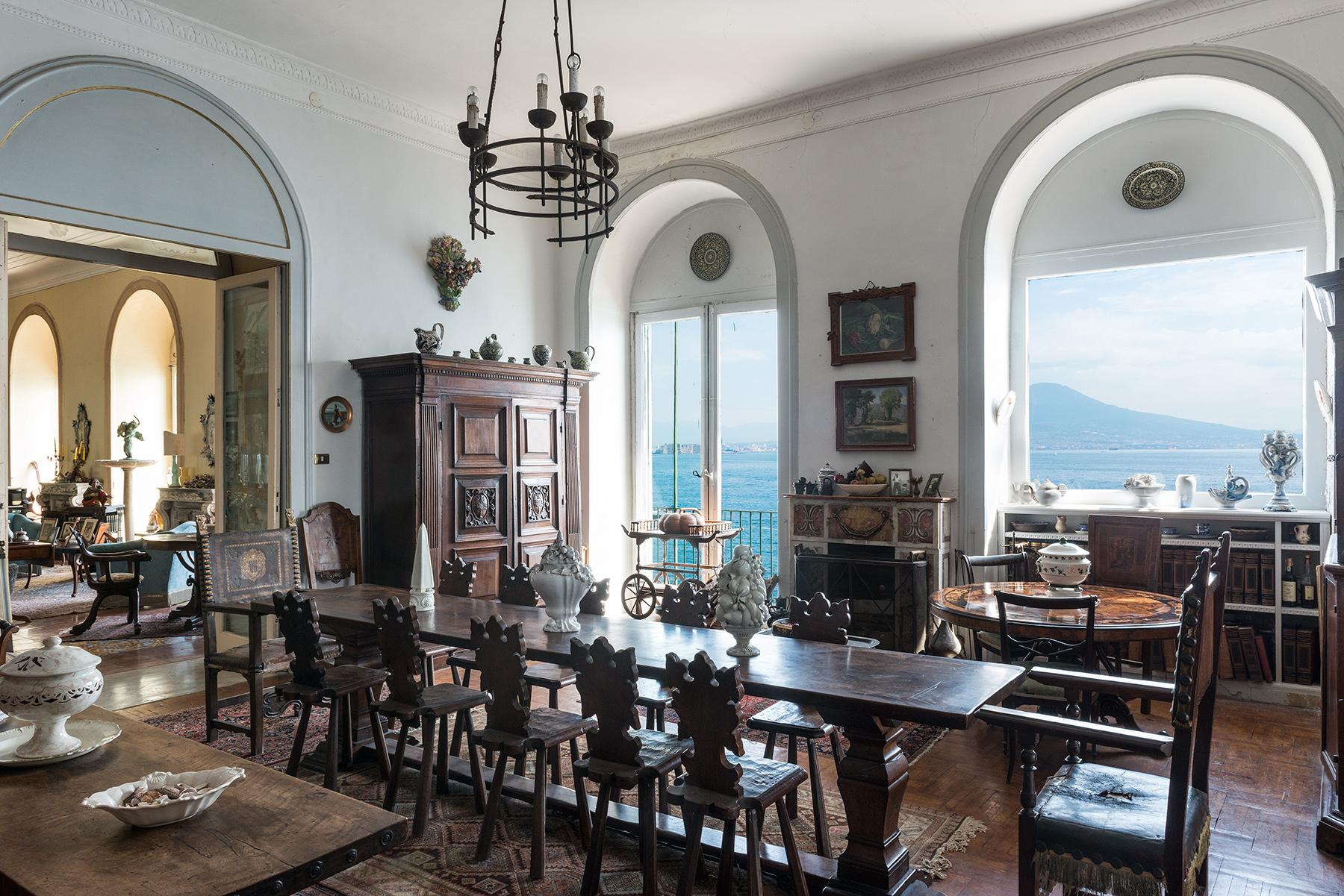Первая линия моря! Потрясающие апартаменты в старинной вилле в Неаполе, Италия - 11