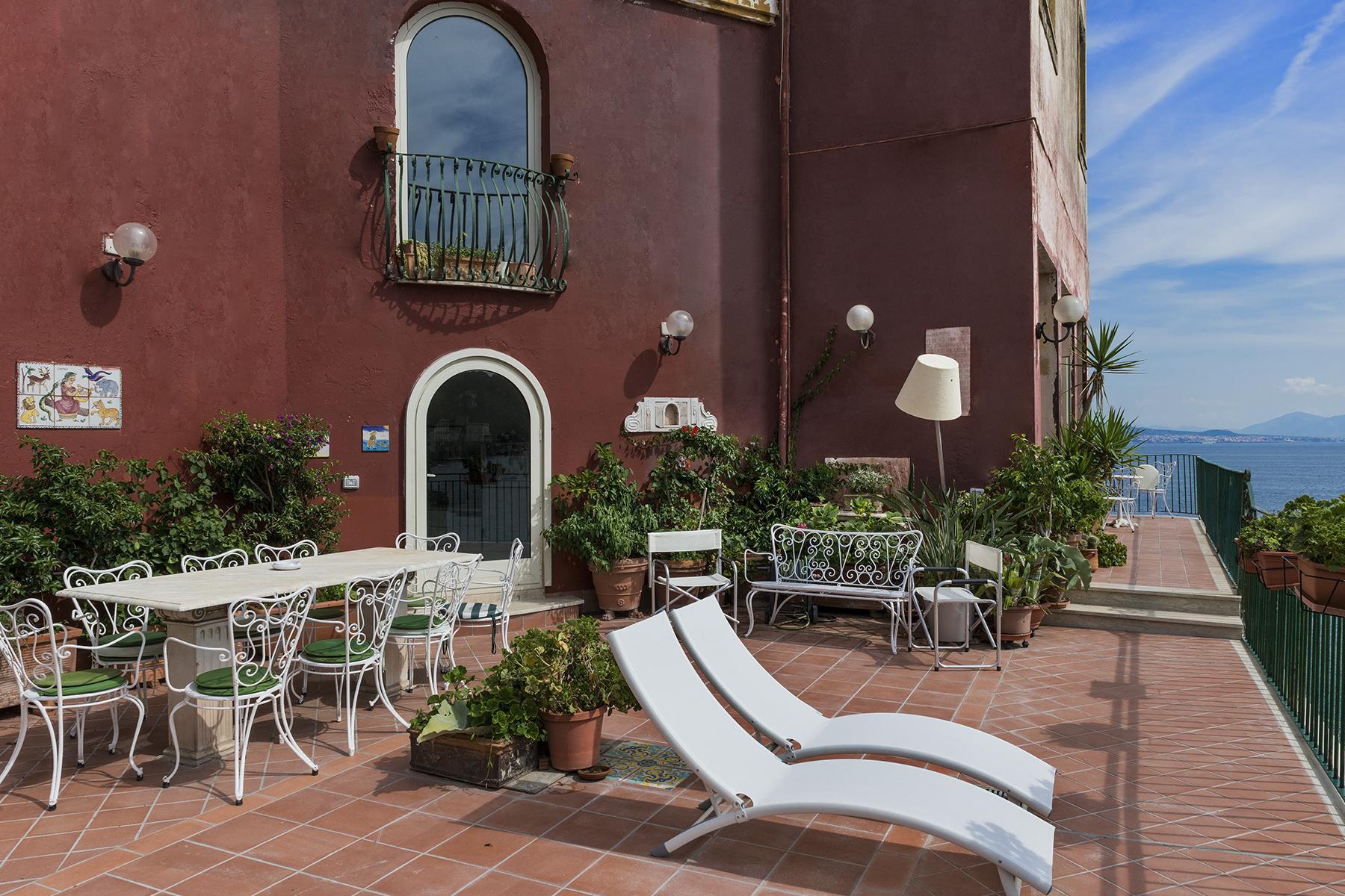 Первая линия моря! Потрясающие апартаменты в старинной вилле в Неаполе, Италия - 29