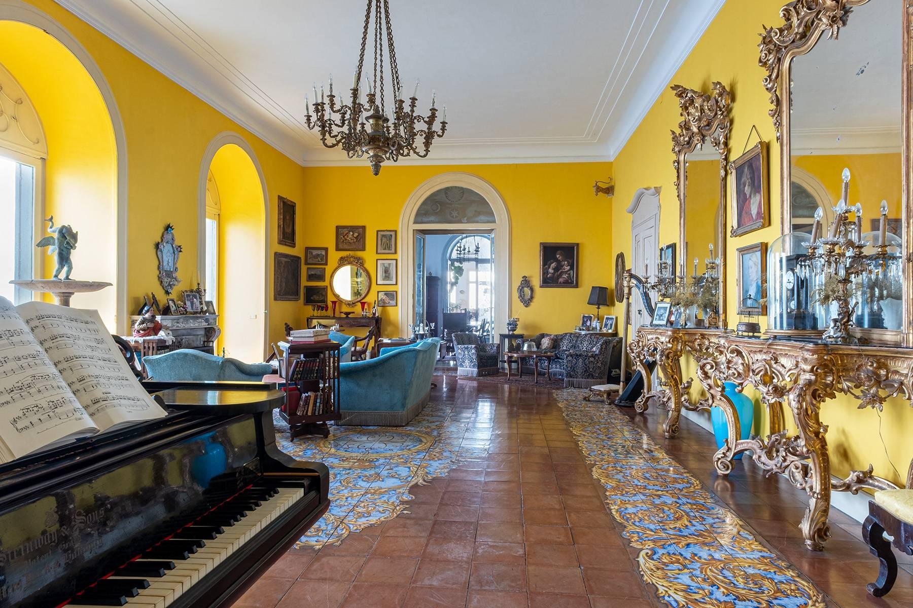Первая линия моря! Потрясающие апартаменты в старинной вилле в Неаполе, Италия - 10