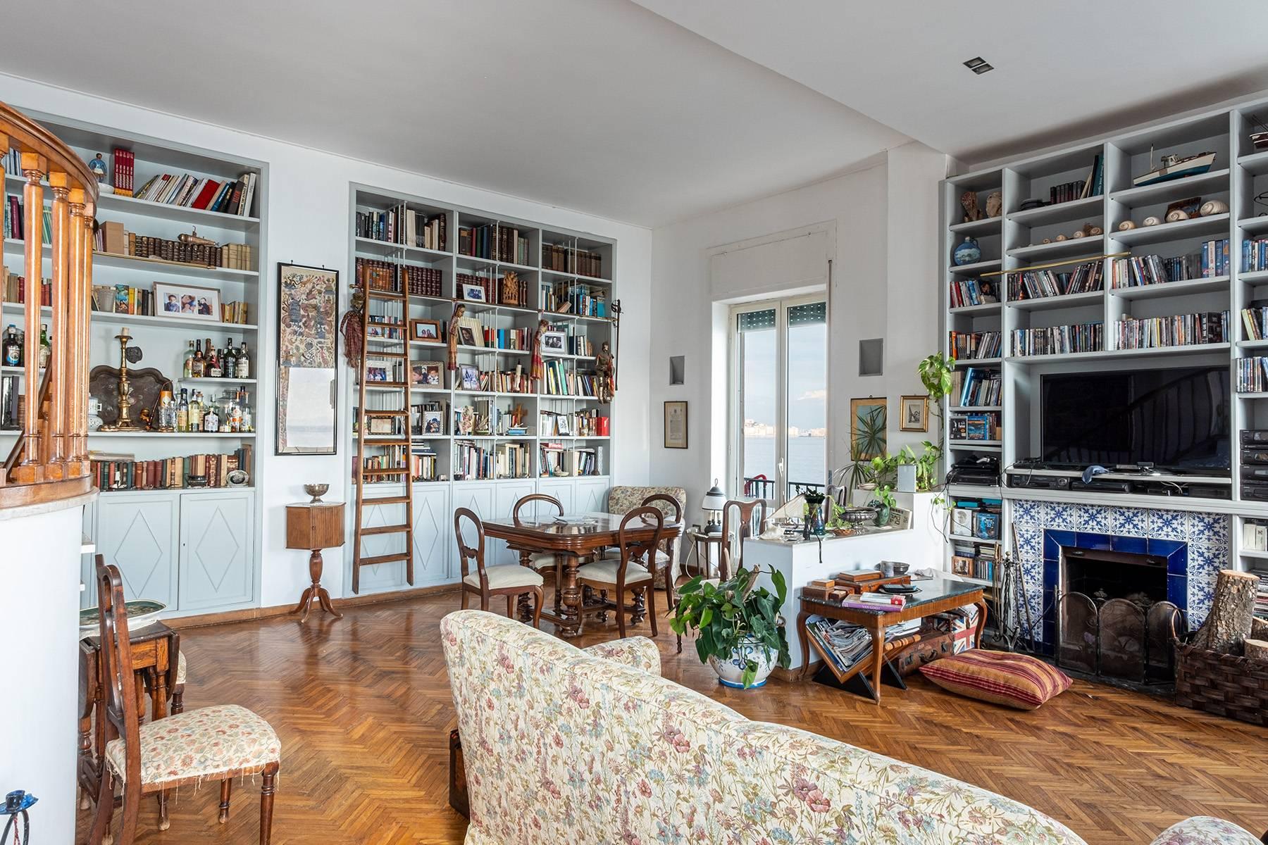 Первая линия моря! Потрясающие апартаменты в старинной вилле в Неаполе, Италия - 16