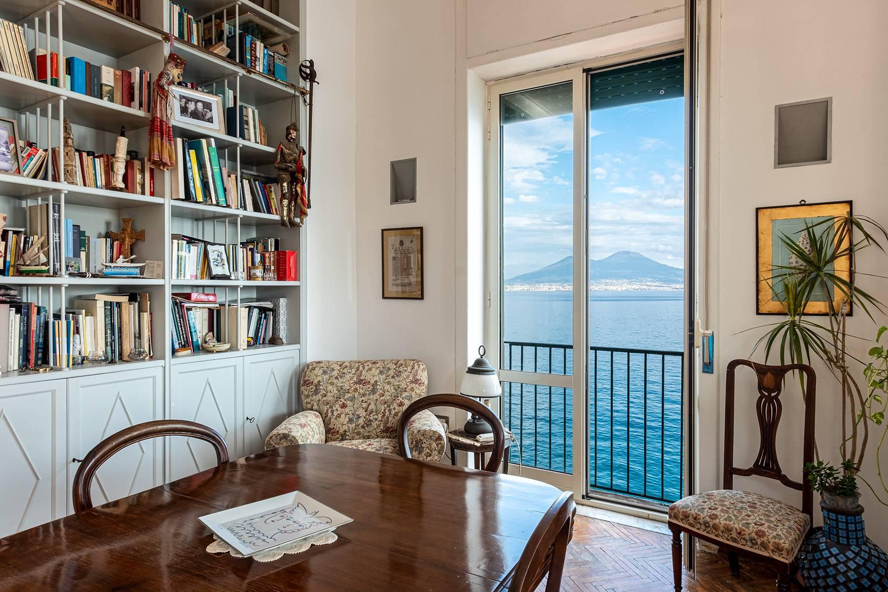 Первая линия моря! Потрясающие апартаменты в старинной вилле в Неаполе, Италия - 21