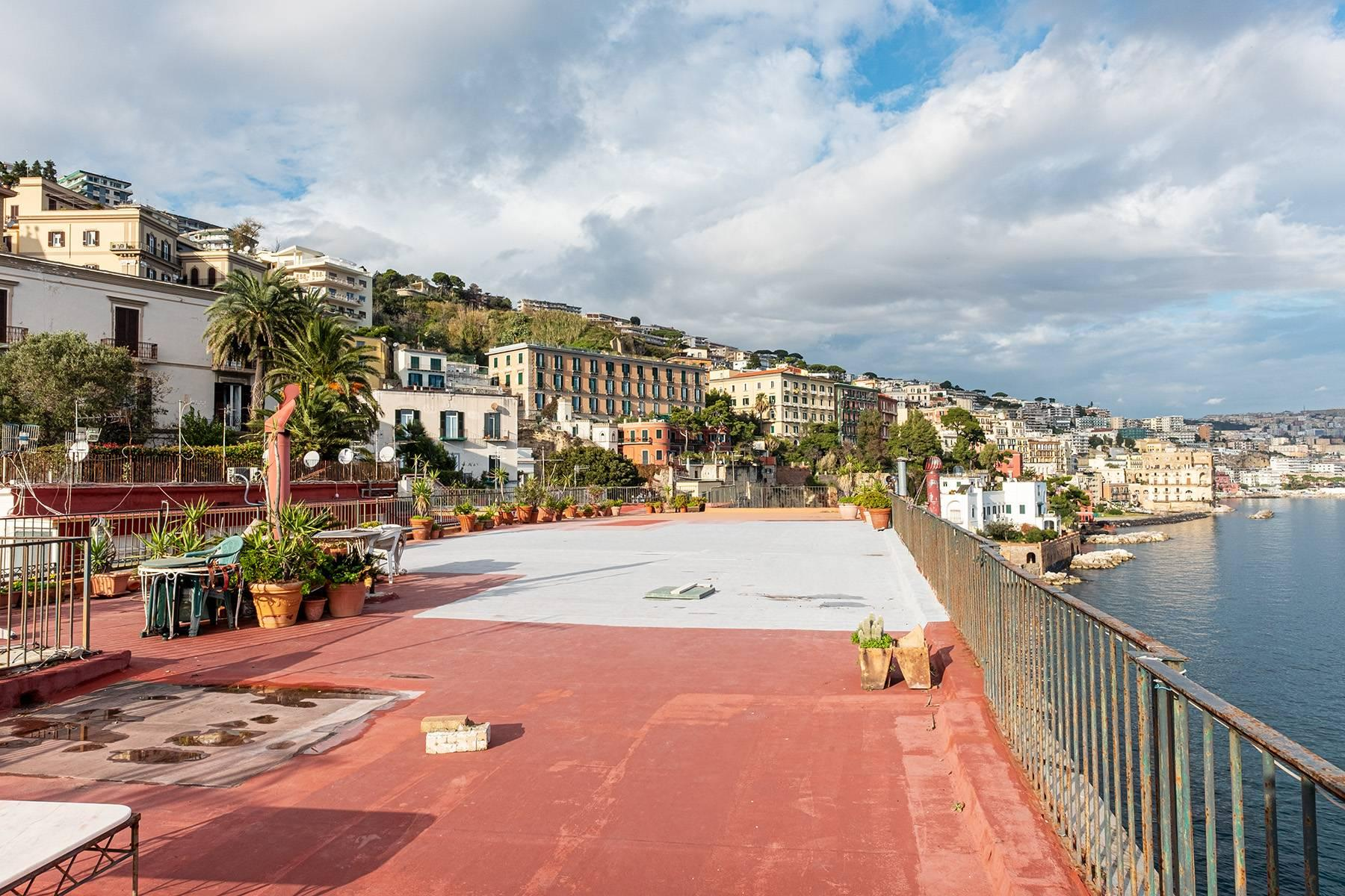 Первая линия моря! Потрясающие апартаменты в старинной вилле в Неаполе, Италия - 28