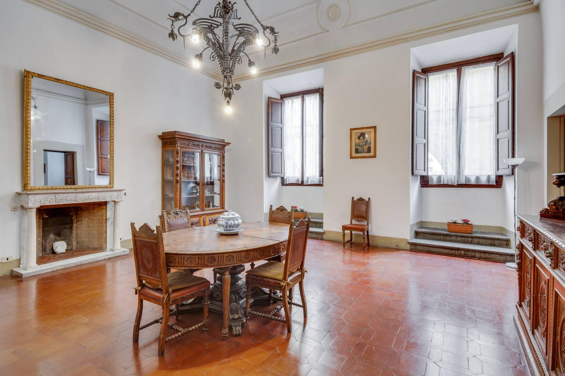 Large apartment in a historic building on Ponte Vecchio - 6
