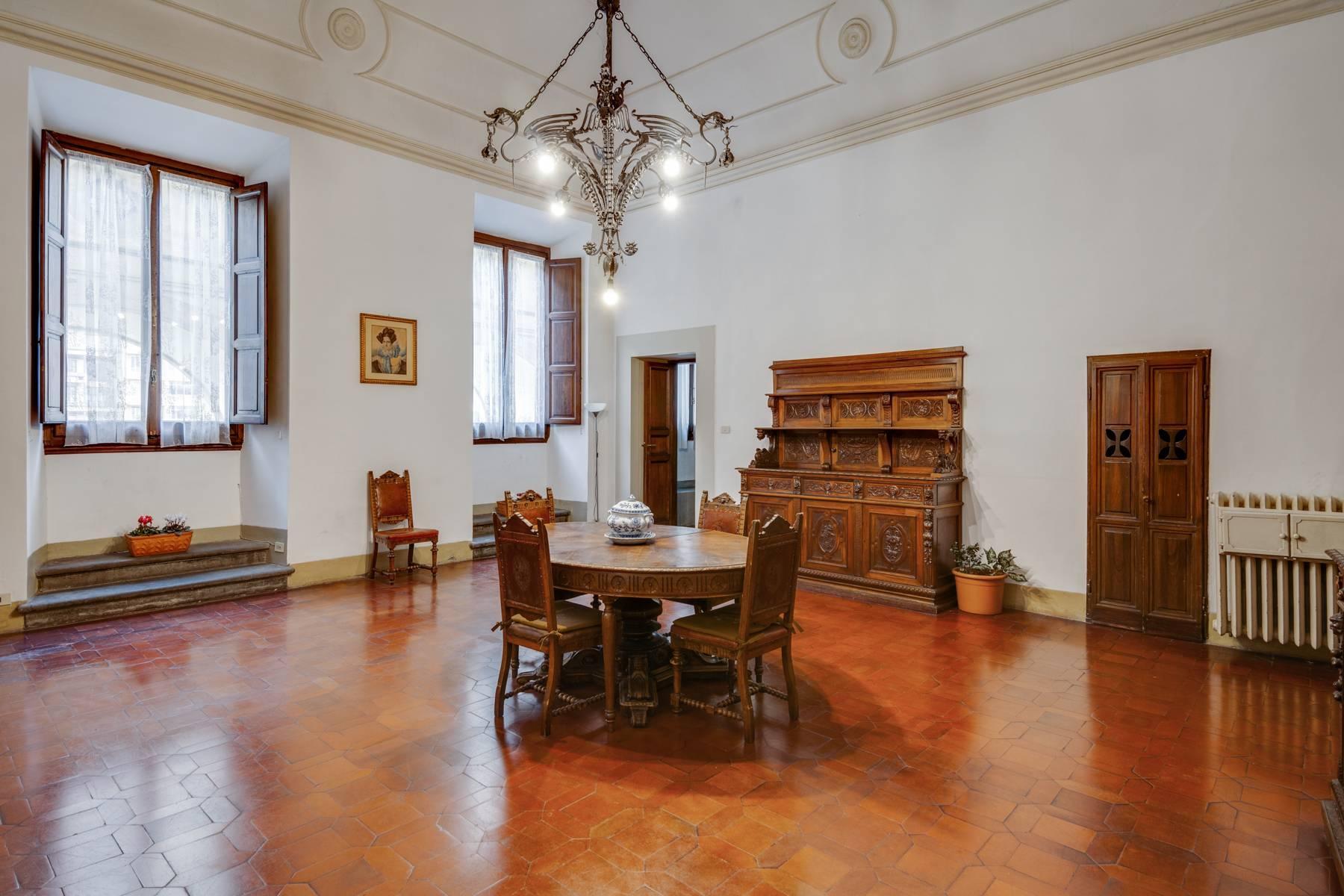 Große Wohnung im historischen Palast auf dem Ponte Vecchio - 7