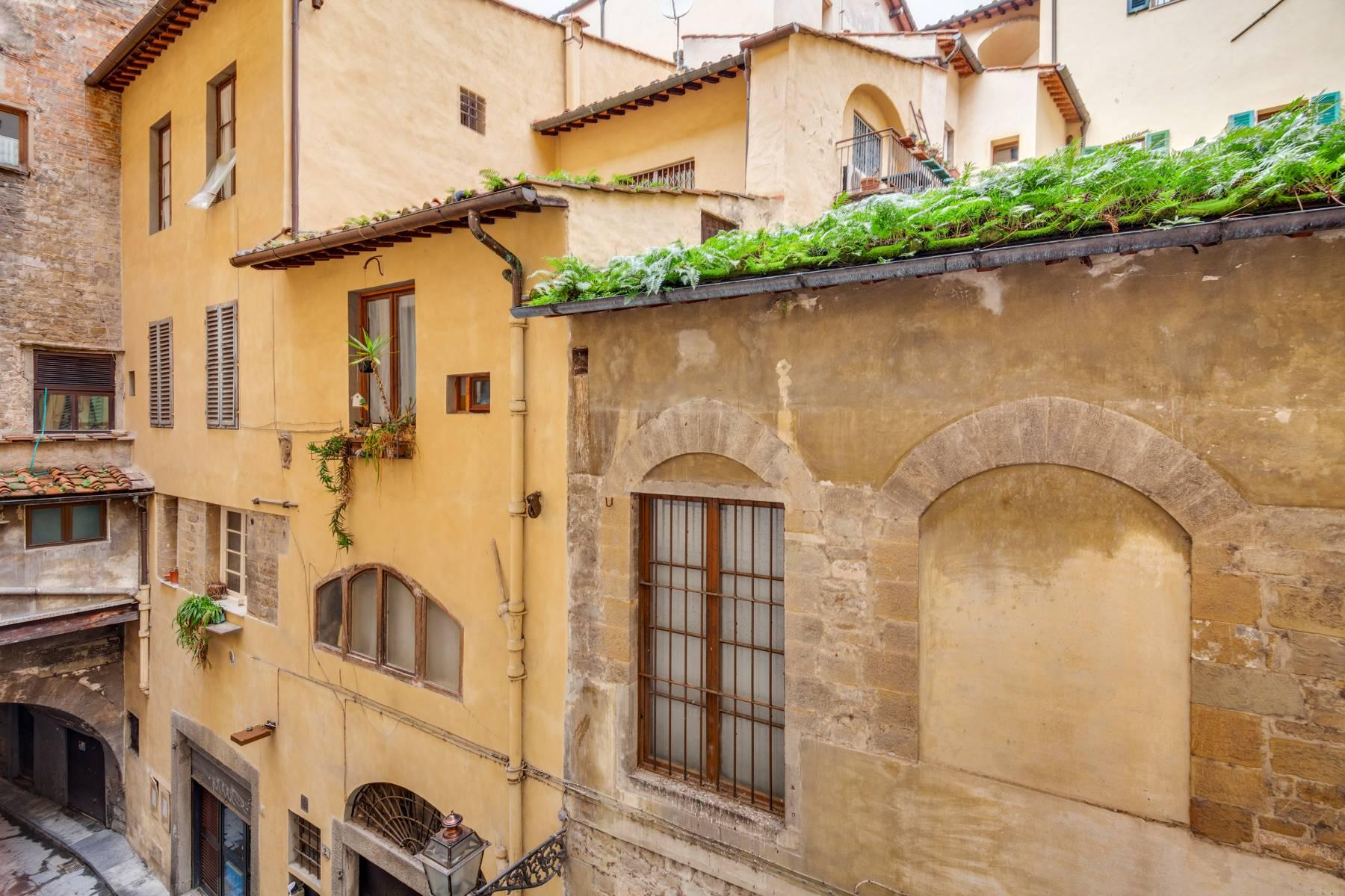 Large apartment in a historic building on Ponte Vecchio - 18