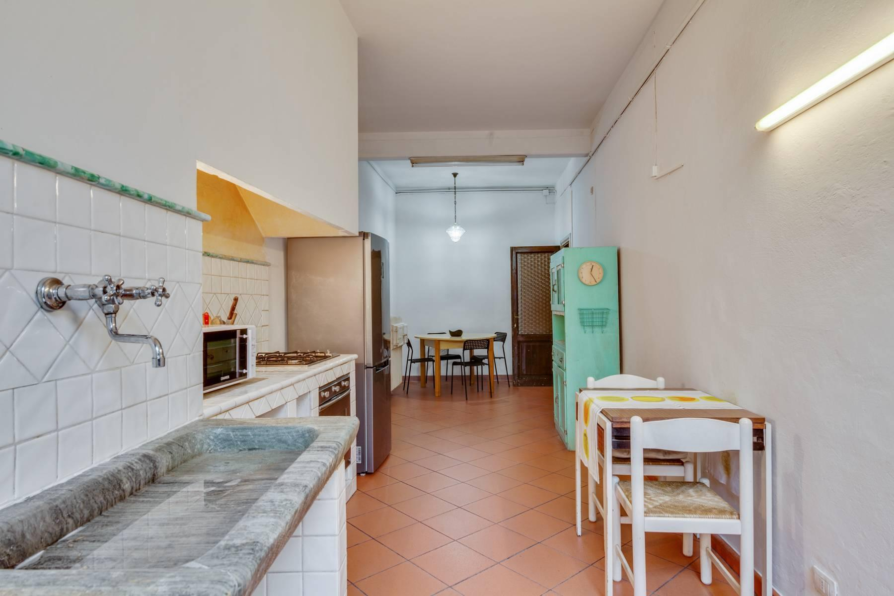 Large apartment in a historic building on Ponte Vecchio - 15