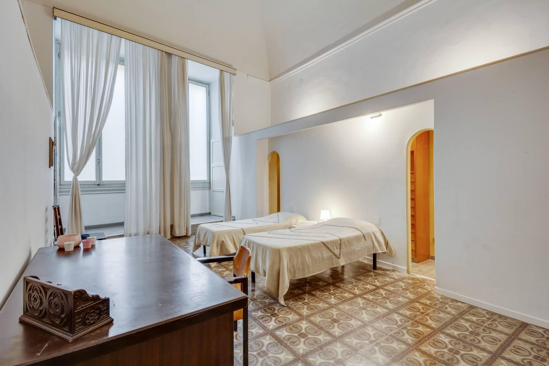 Large apartment in a historic building on Ponte Vecchio - 10