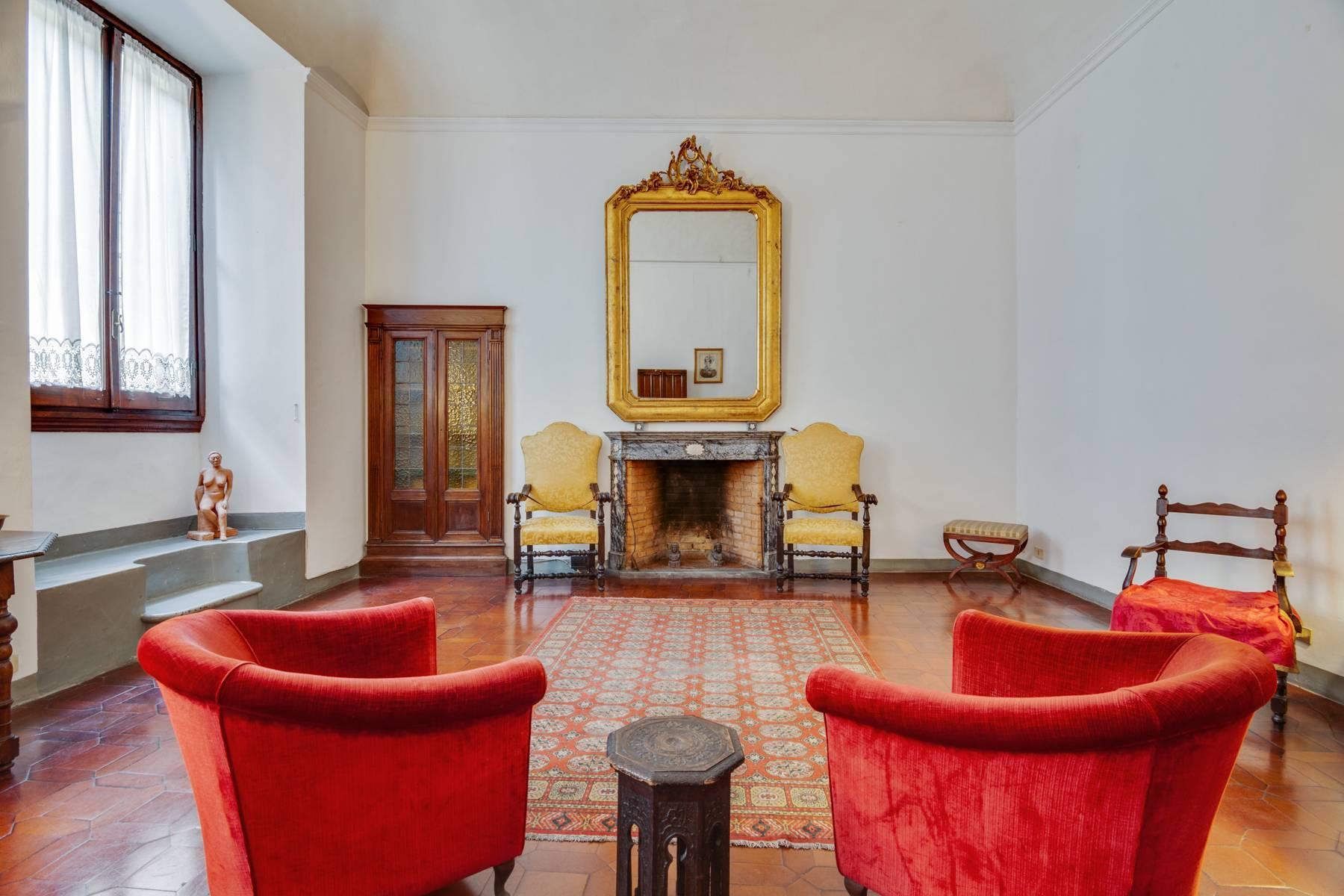 Große Wohnung im historischen Palast auf dem Ponte Vecchio - 5