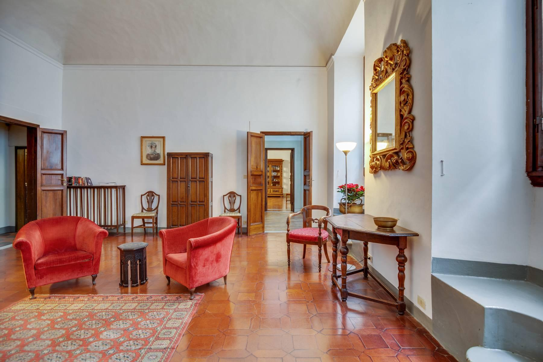 Просторный апартамент в историческом здании на Понте Веккьо - 3