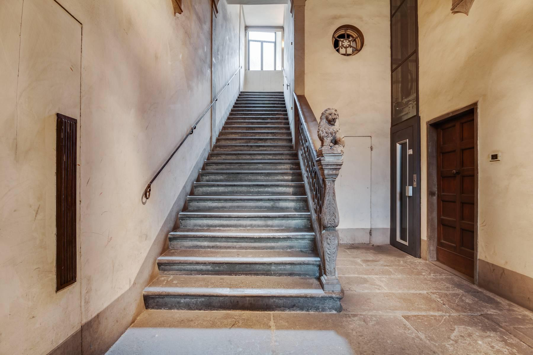 Large apartment in a historic building on Ponte Vecchio - 16