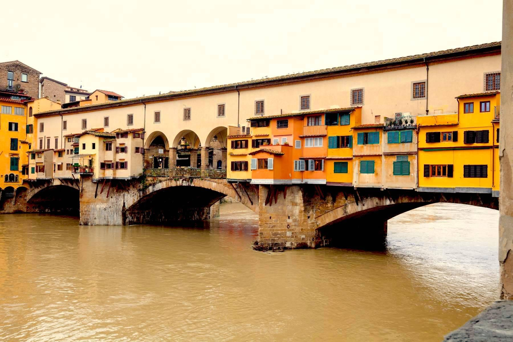 Large apartment in a historic building on Ponte Vecchio - 19
