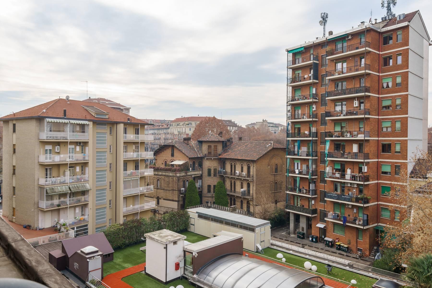Светлый дизайнерский апартамент - 20