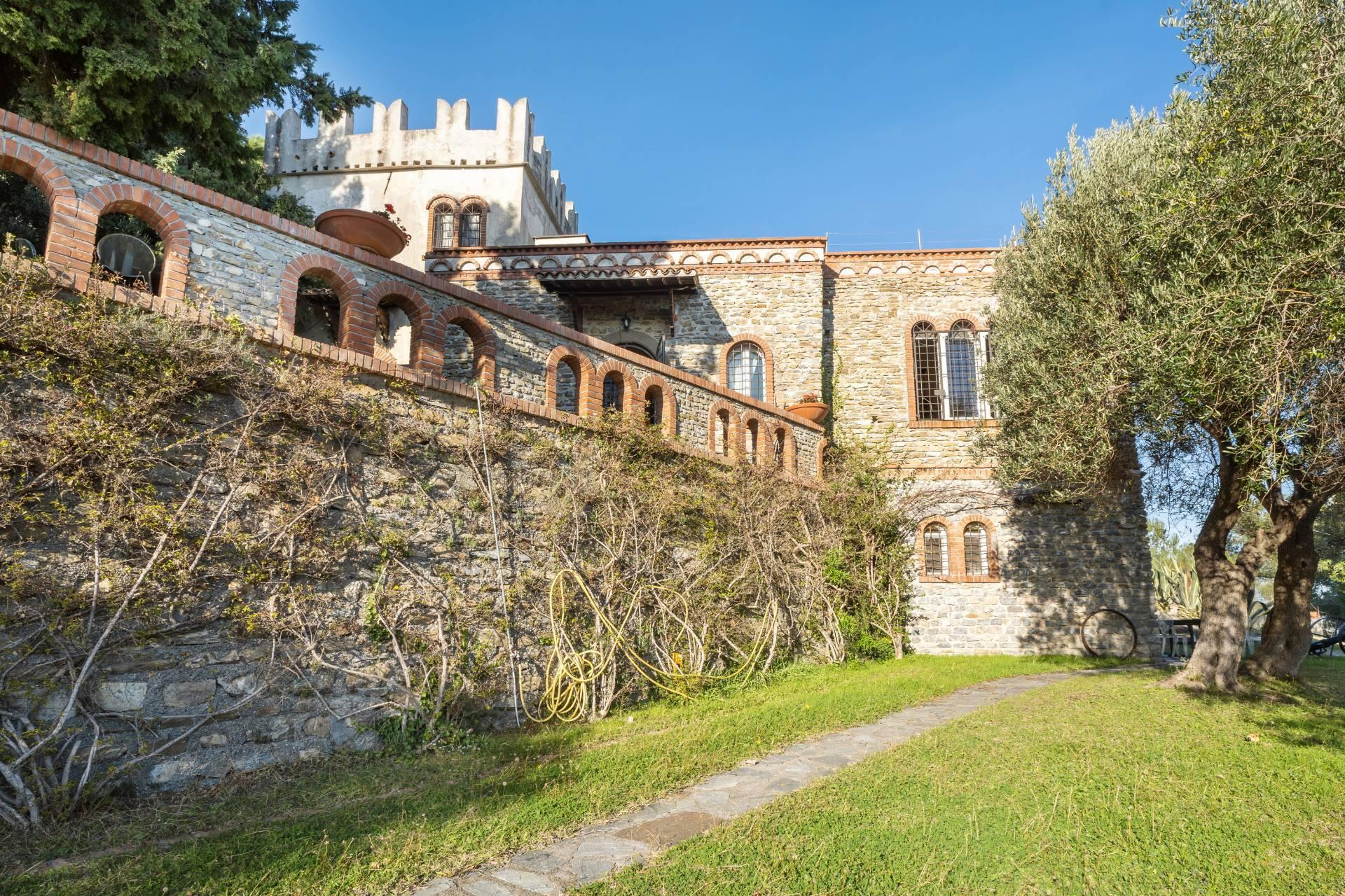 Splendid and exclusive historic villa on the hills of Albenga - 1