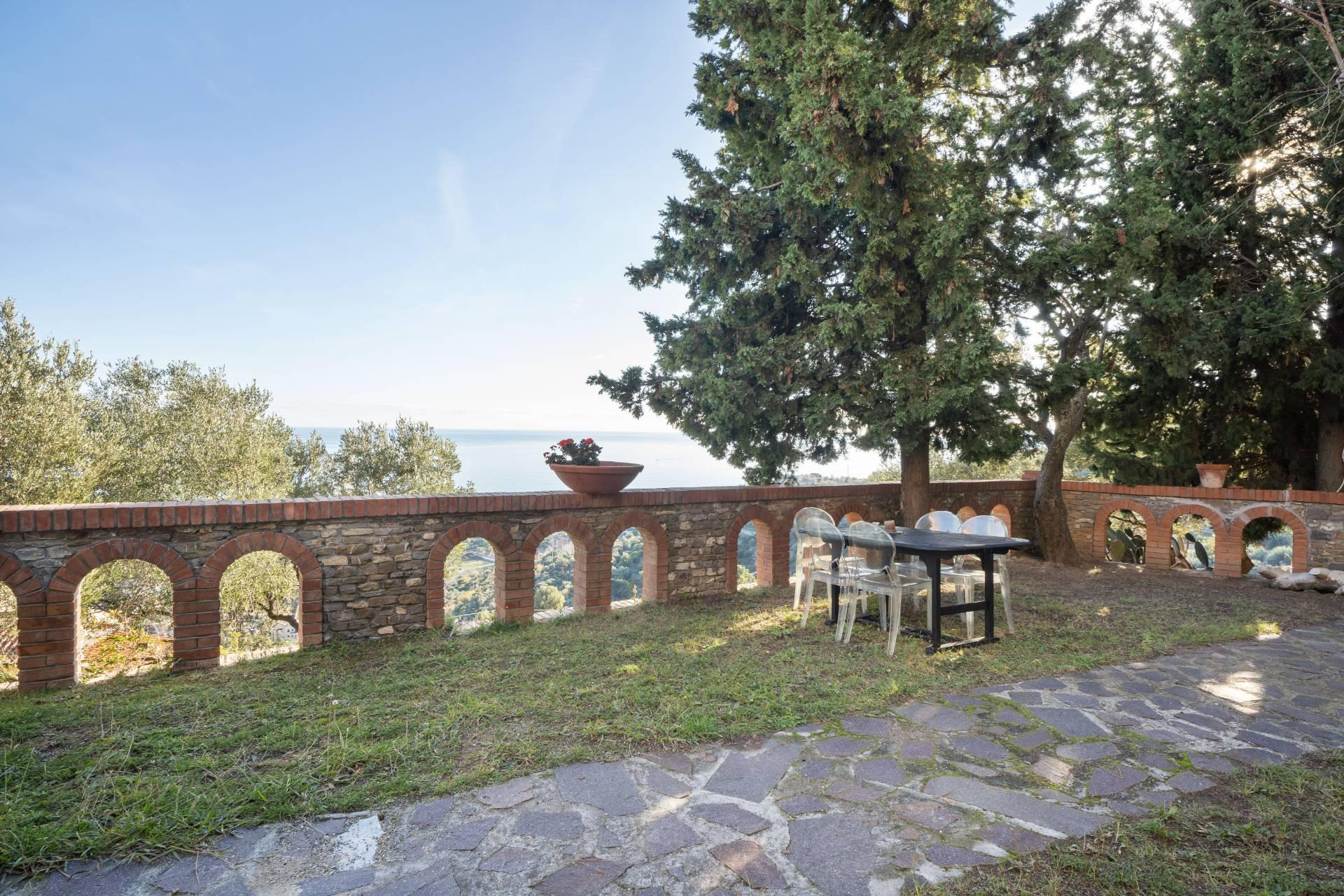 Splendid and exclusive historic villa on the hills of Albenga - 3