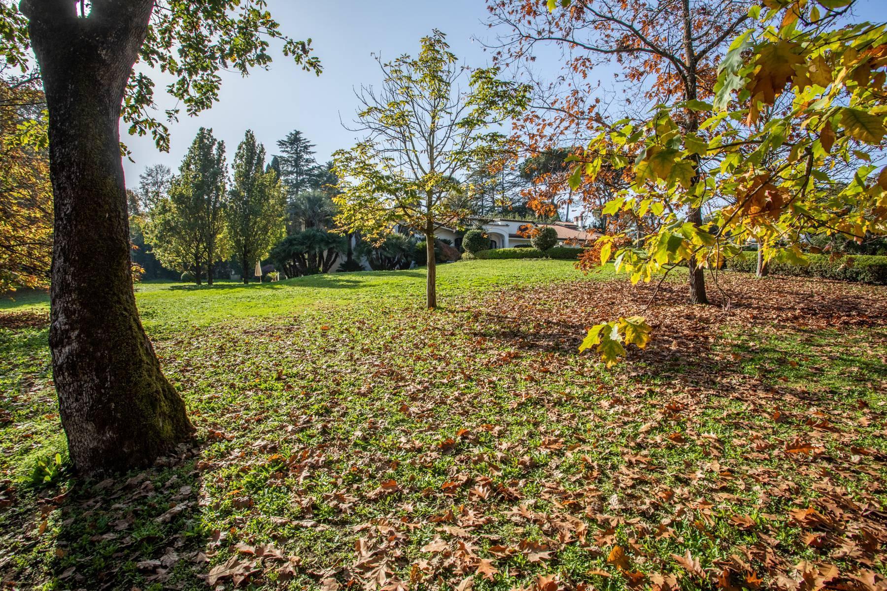 Herrliche Villa, umgeben von viel Grün - 52