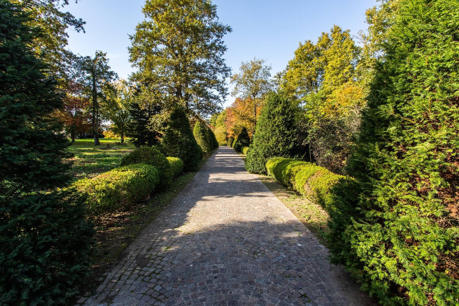 Herrliche Villa, umgeben von viel Grün - 53