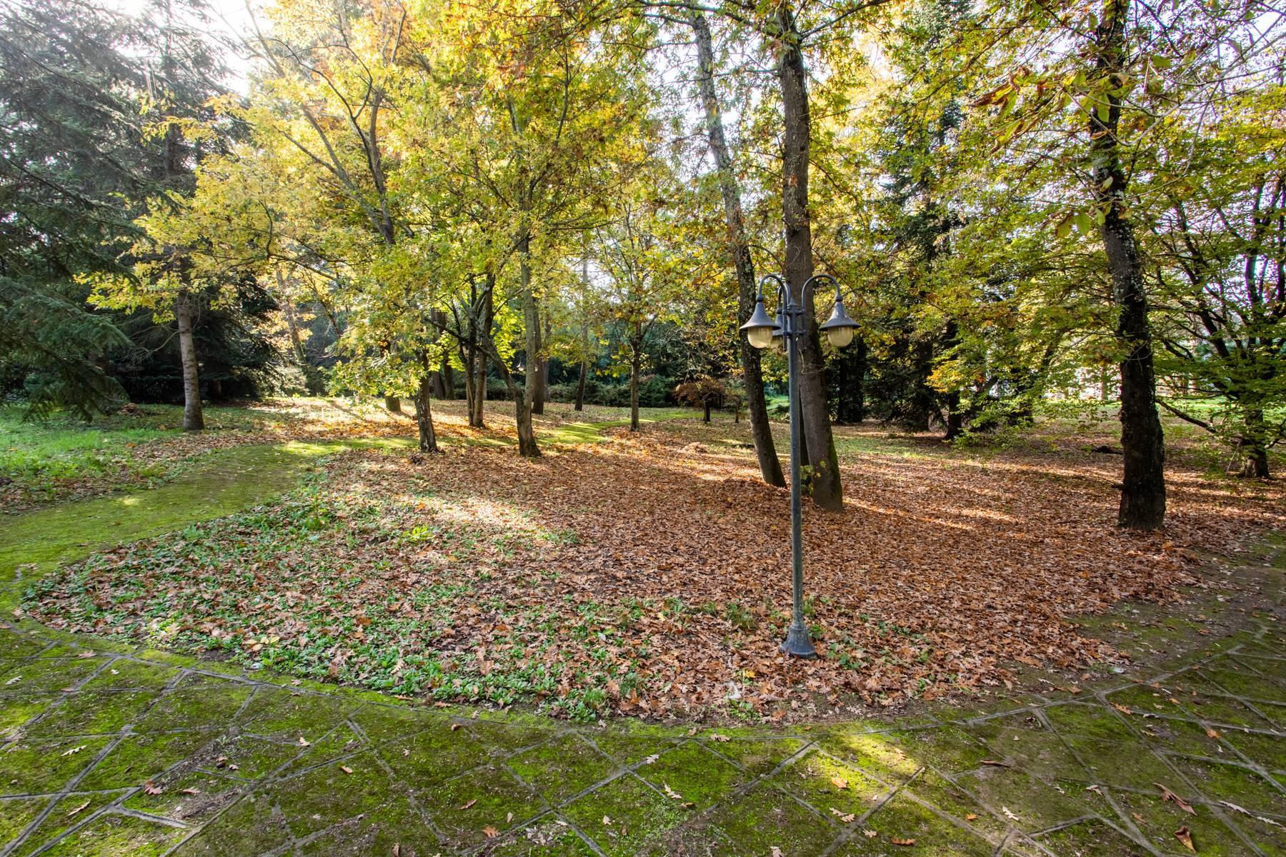 Herrliche Villa, umgeben von viel Grün - 54