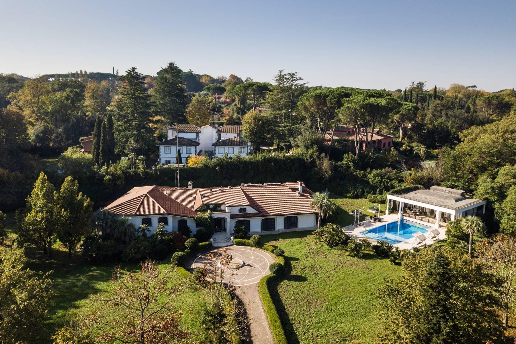 Superbe villa entourée de verdure - 1