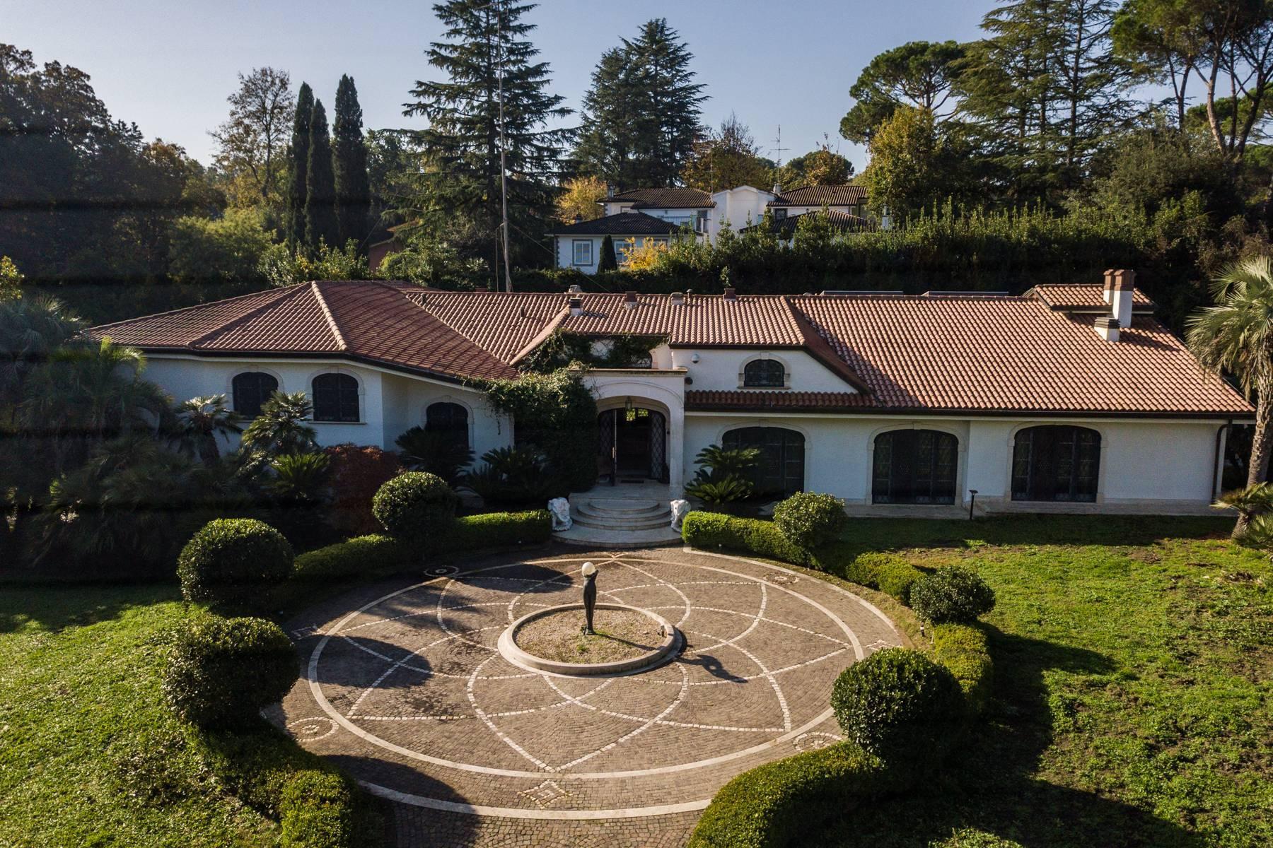 Splendida villa immersa nel verde - 3