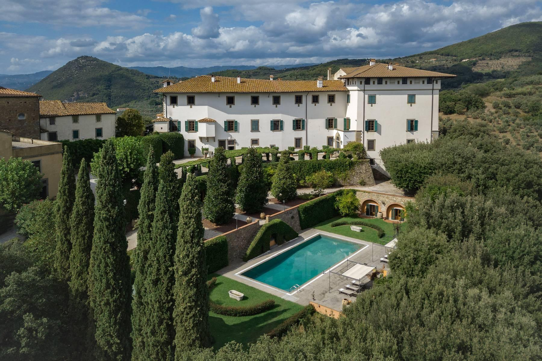 Majestic historical villa in the heart of Tuscany - 22