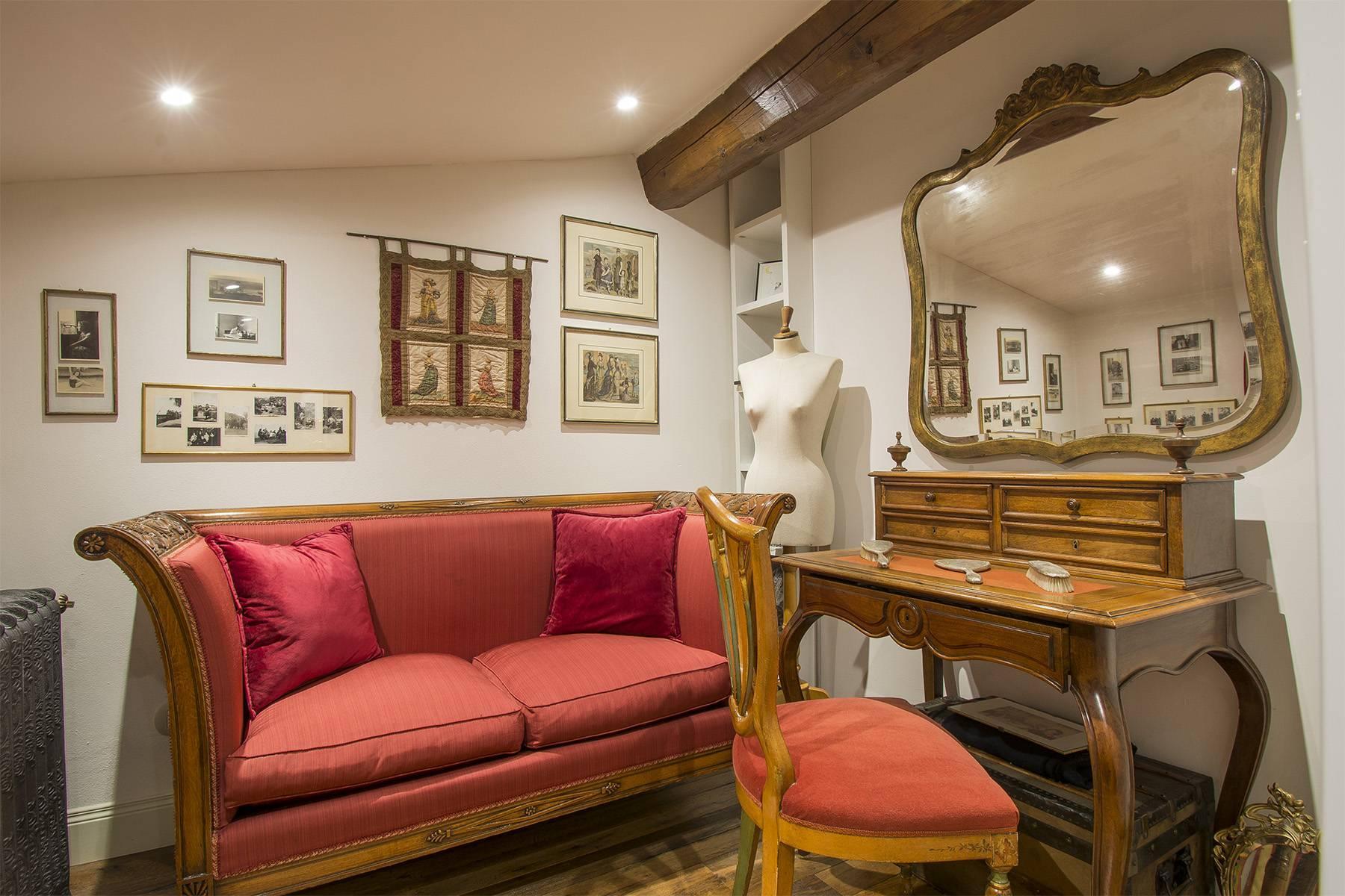 Exquisite apartment within a historic villa - 10