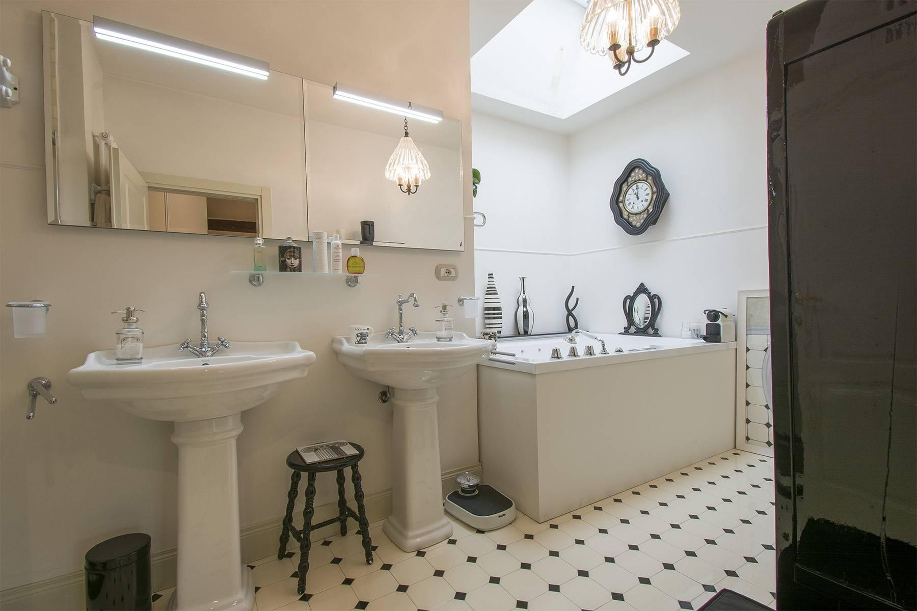 Exquisite apartment within a historic villa - 13