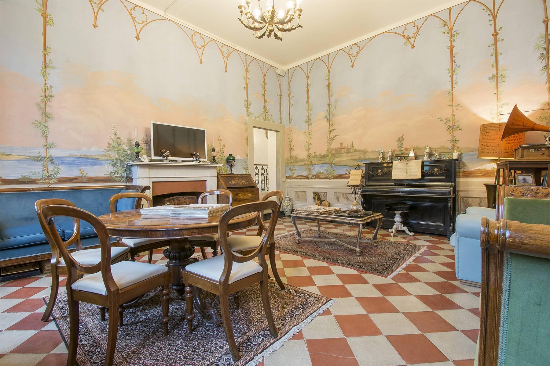 Elegante Wohnung innerhalb einer antiken Villa - 2