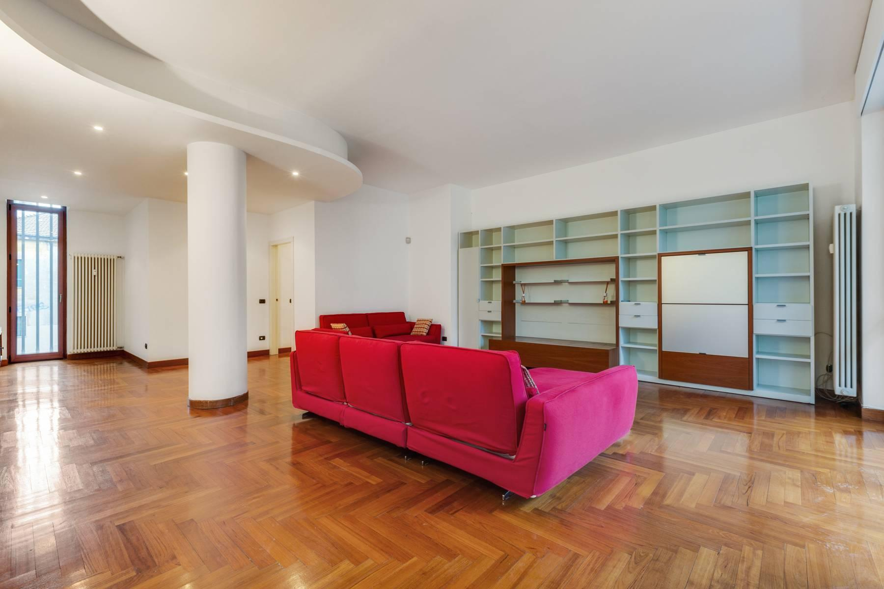 Beautiful furnished three bedroom apartment in Sant'Ambrogio area - 3