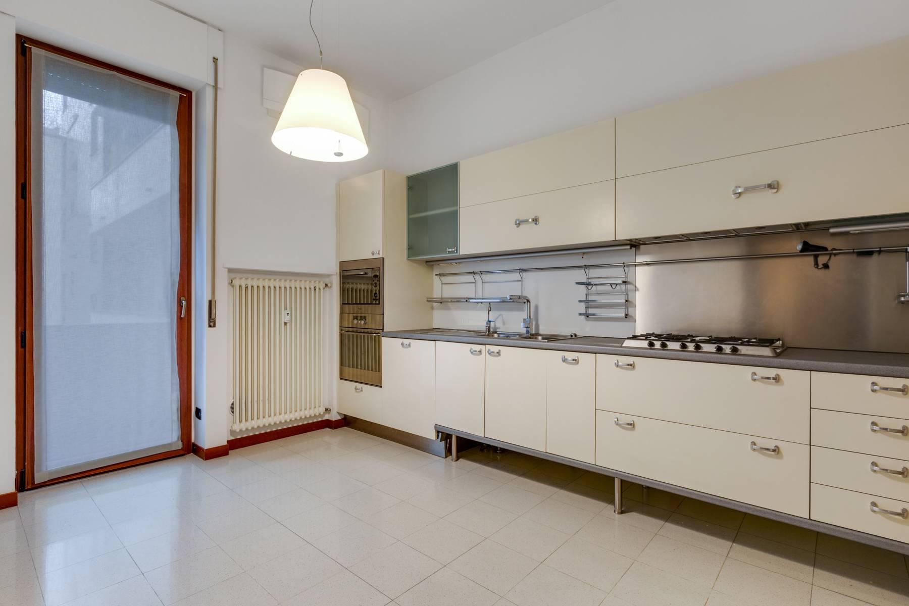 Beautiful furnished three bedroom apartment in Sant'Ambrogio area - 5