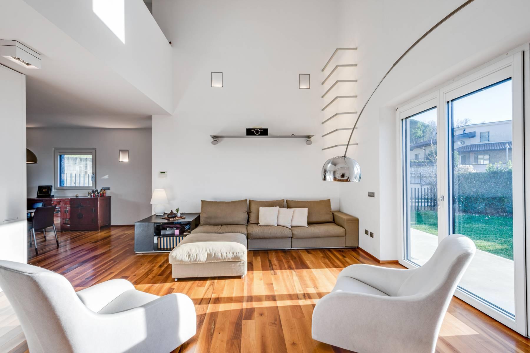 Splendida villa International Style nel cuore della Franciacorta - 1