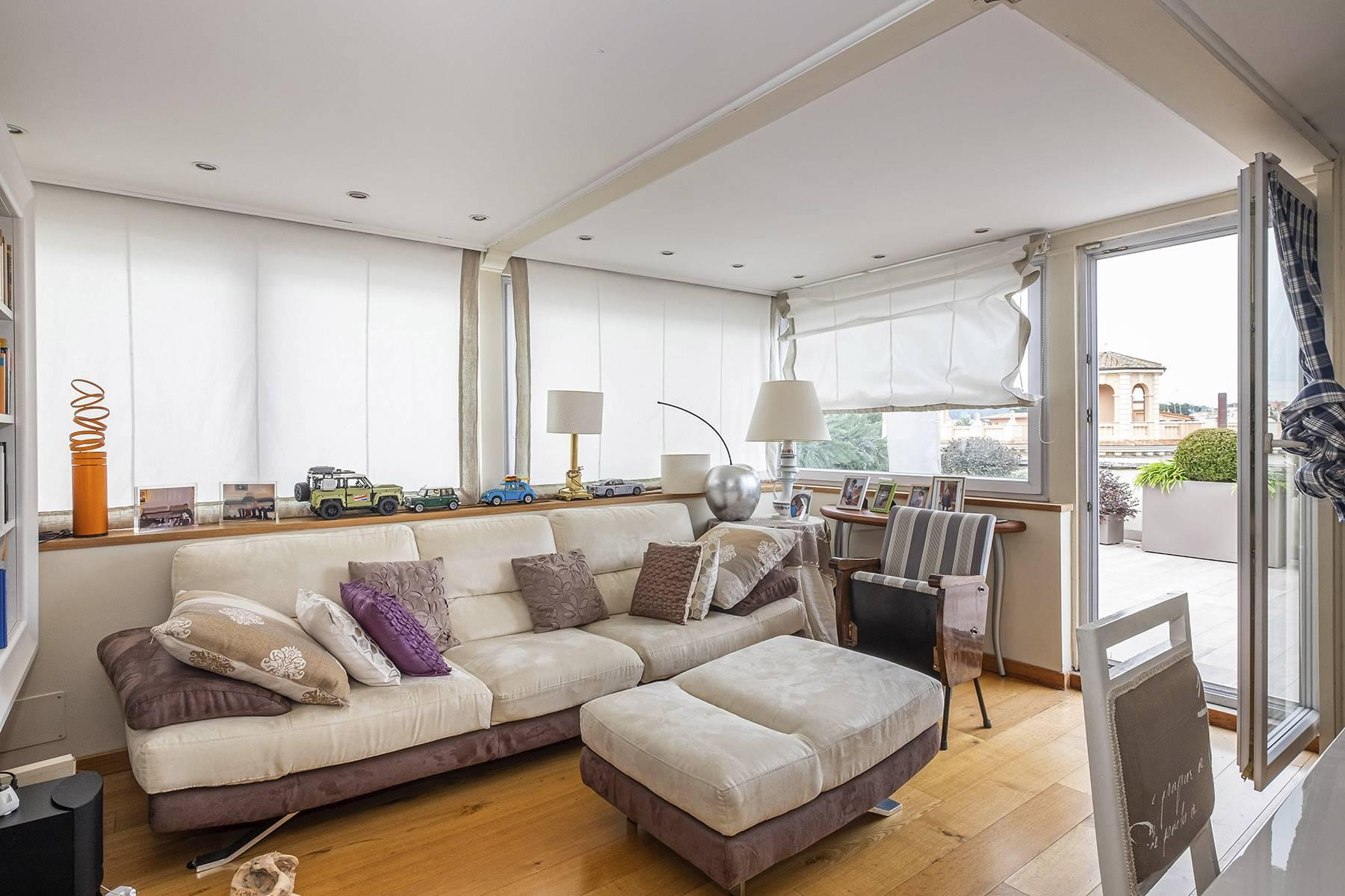 Modern penthouse with stunning 70 sqm terrace a stone's throw from Villa Borghese - 17