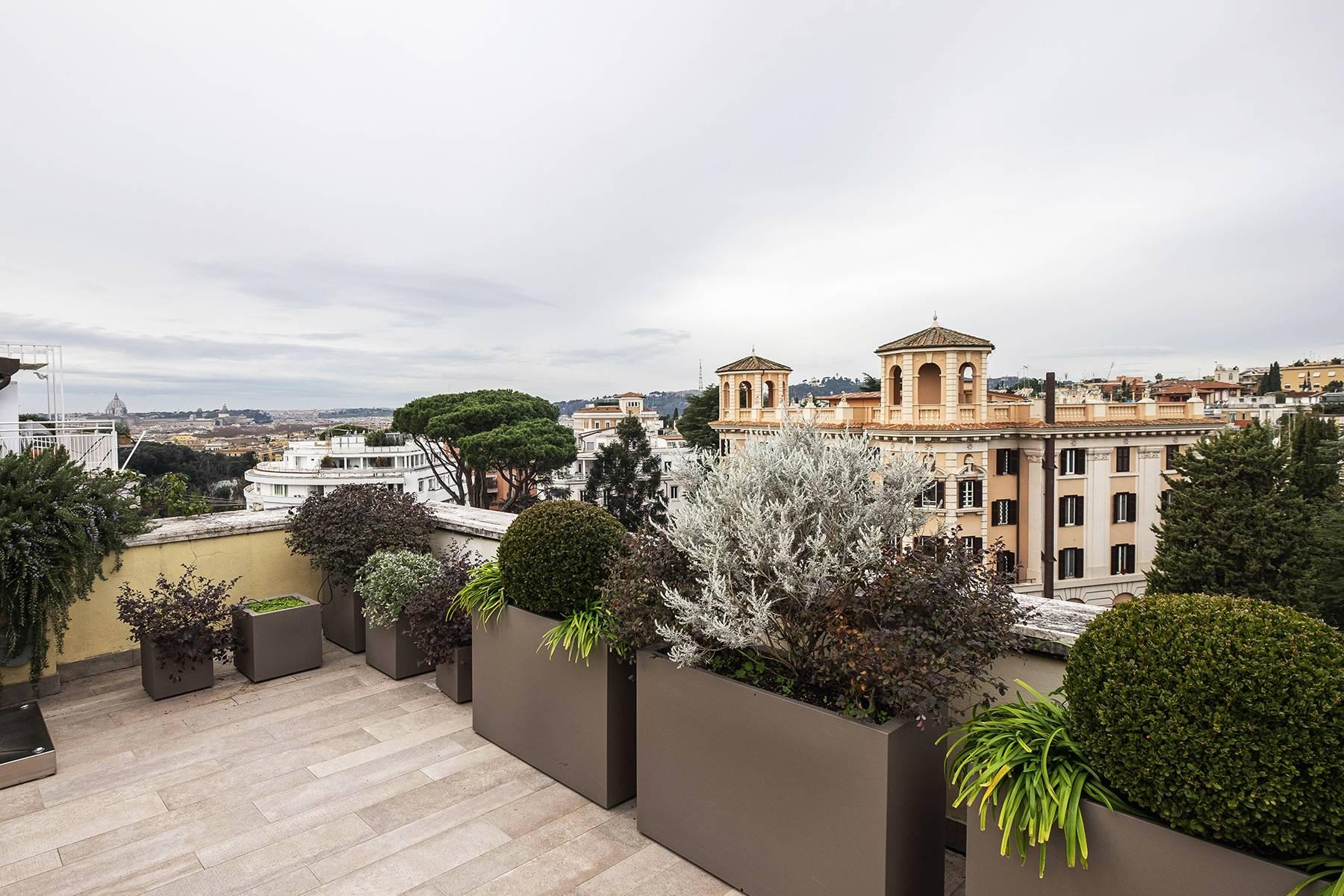 Modern penthouse with stunning 70 sqm terrace a stone's throw from Villa Borghese - 2