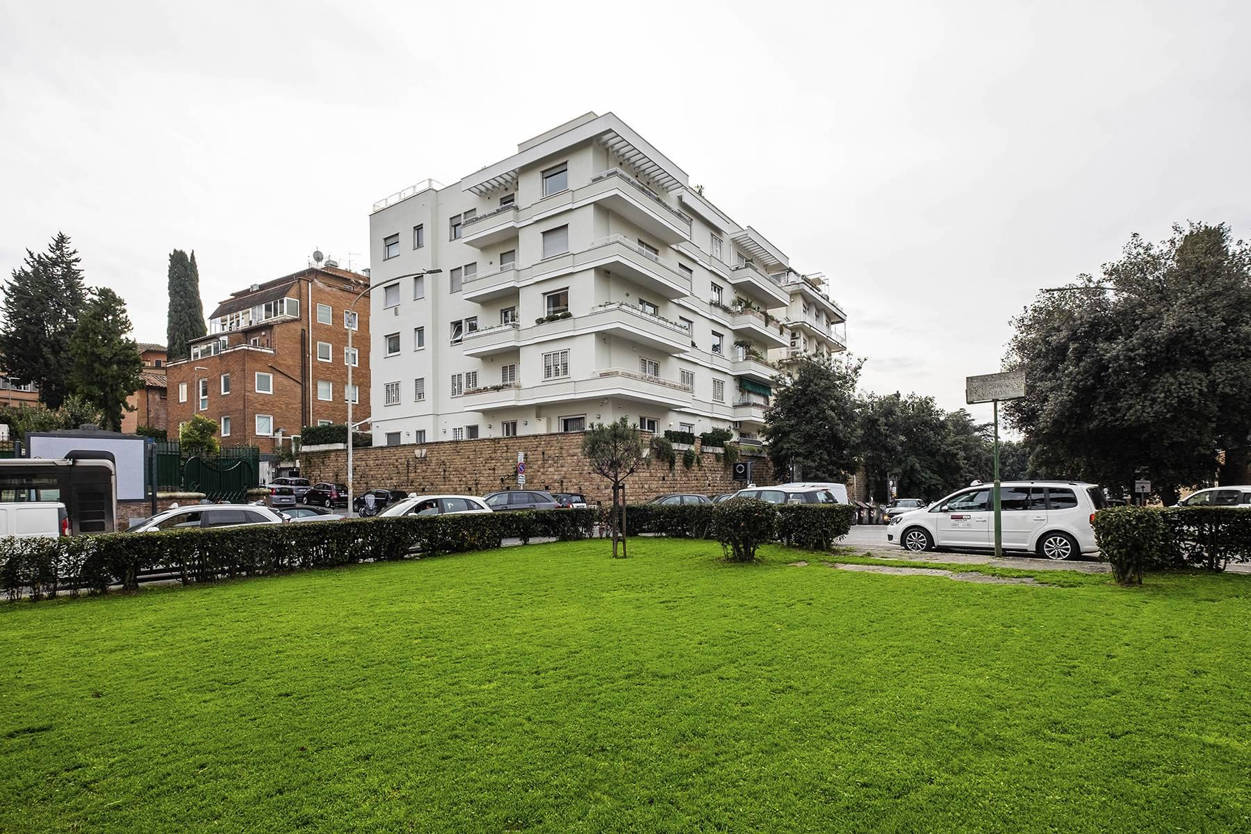 Modern penthouse with stunning 70 sqm terrace a stone's throw from Villa Borghese - 26
