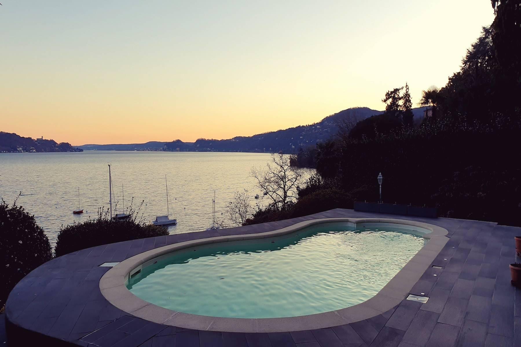 Splendida villa fronte lago con piscina - 27