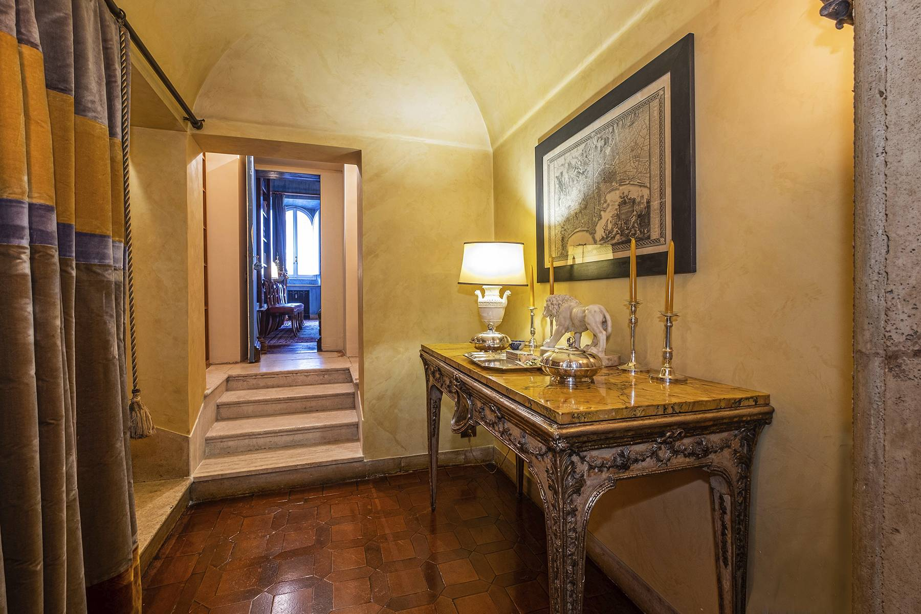 Magnificent noble floor with frescos and terrace in a XVI century palace - 4