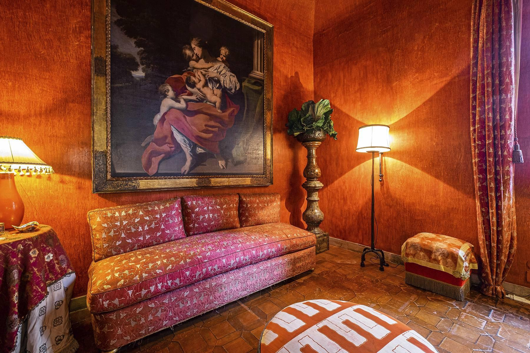 Magnificent noble floor with frescos and terrace in a XVI century palace - 3