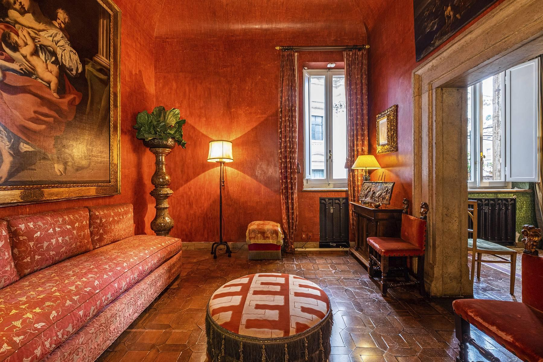 Magnificent noble floor with frescos and terrace in a XVI century palace - 5