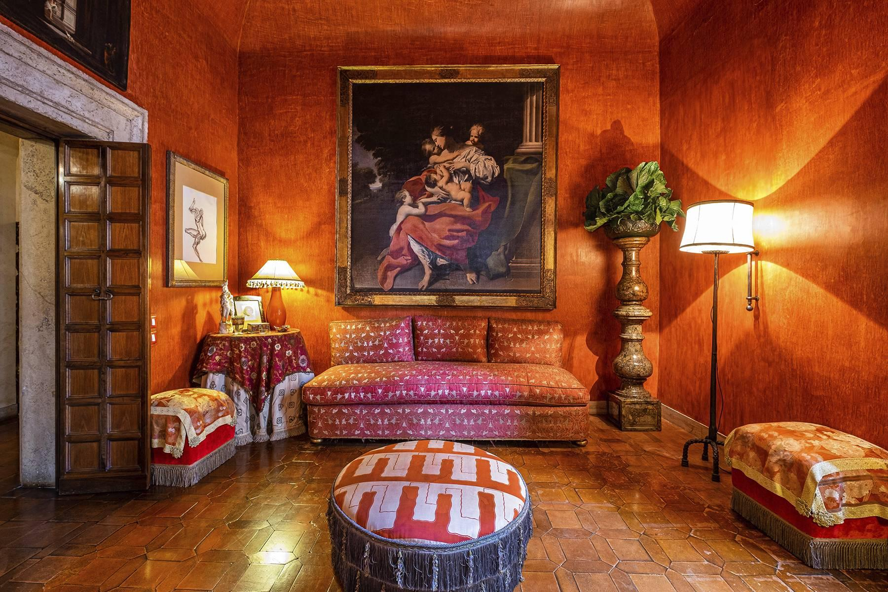 Magnificent noble floor with frescos and terrace in a XVI century palace - 8