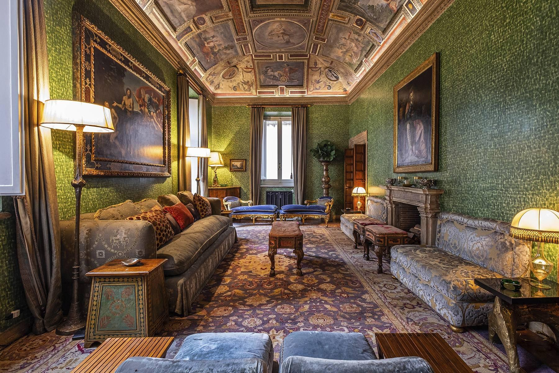 Magnificent noble floor with frescos and terrace in a XVI century palace - 1