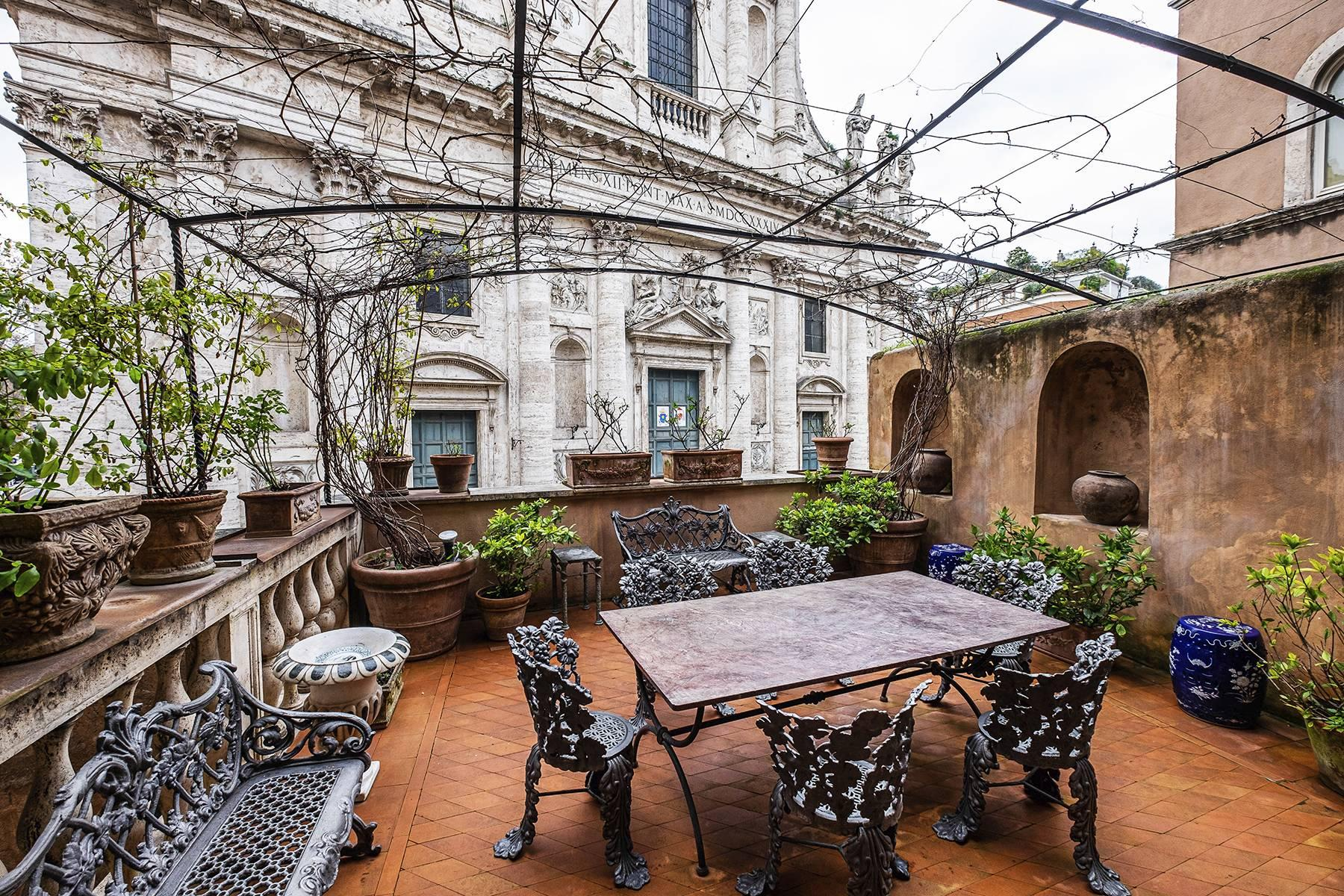 Magnificent noble floor with frescos and terrace in a XVI century palace - 7