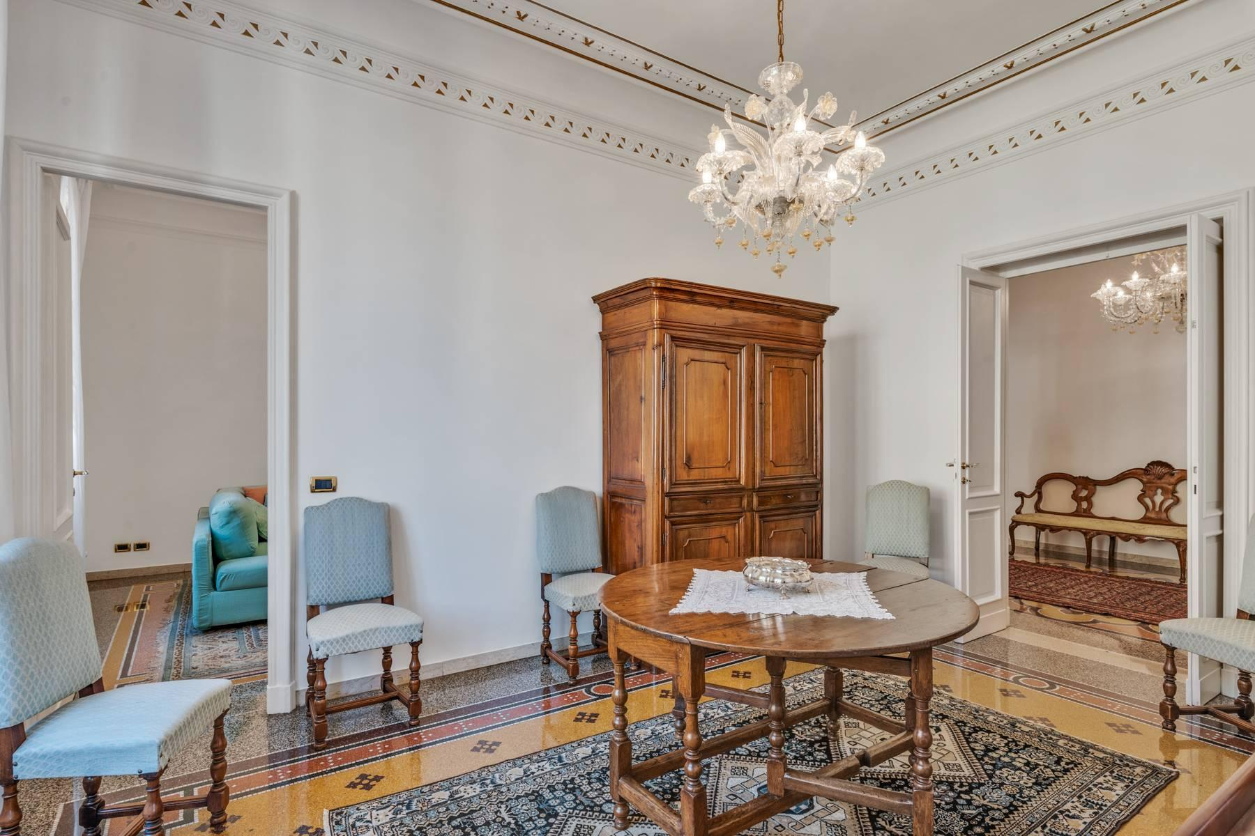 Prestigious 275 sqm apartment inside a period building in Carignano - 5