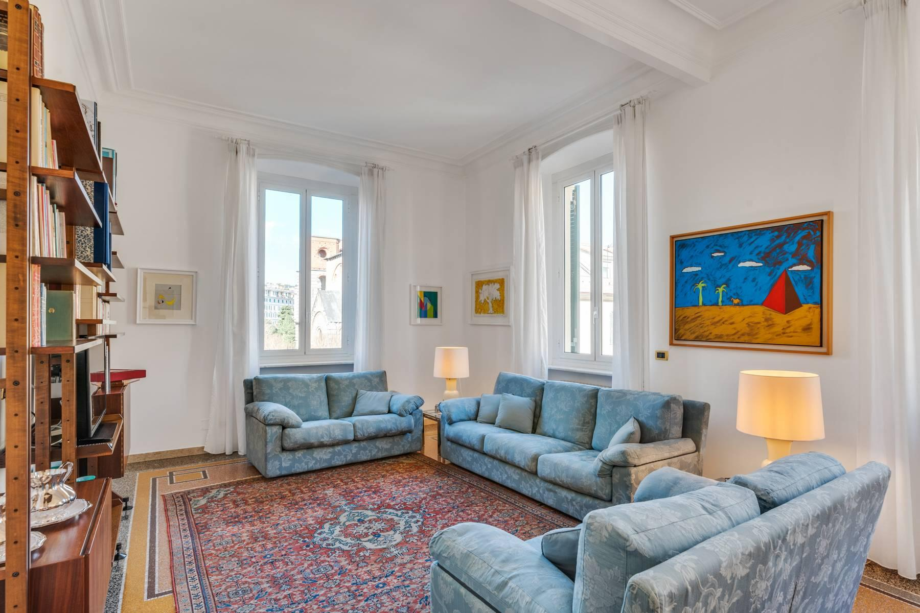 Prestigious 275 sqm apartment inside a period building in Carignano - 9