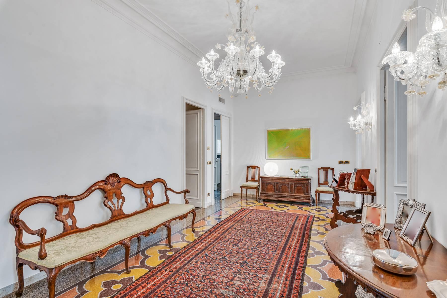 Prestigious 275 sqm apartment inside a period building in Carignano - 27