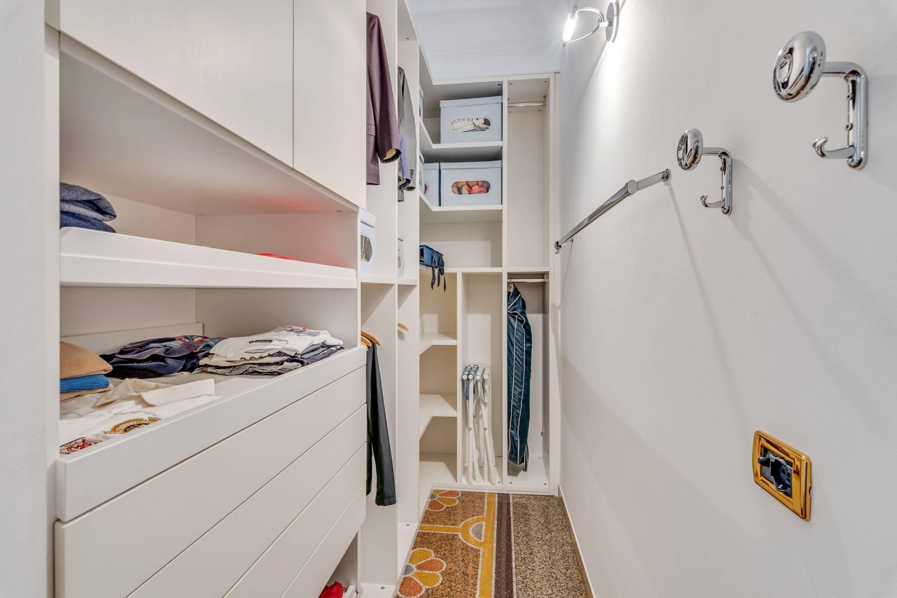Prestigious 275 sqm apartment inside a period building in Carignano - 18