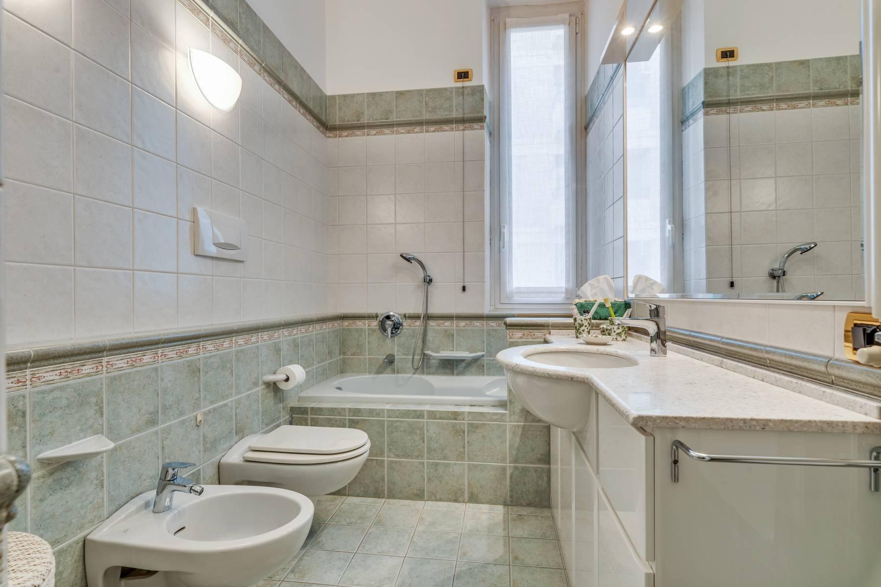 Prestigious 275 sqm apartment inside a period building in Carignano - 19