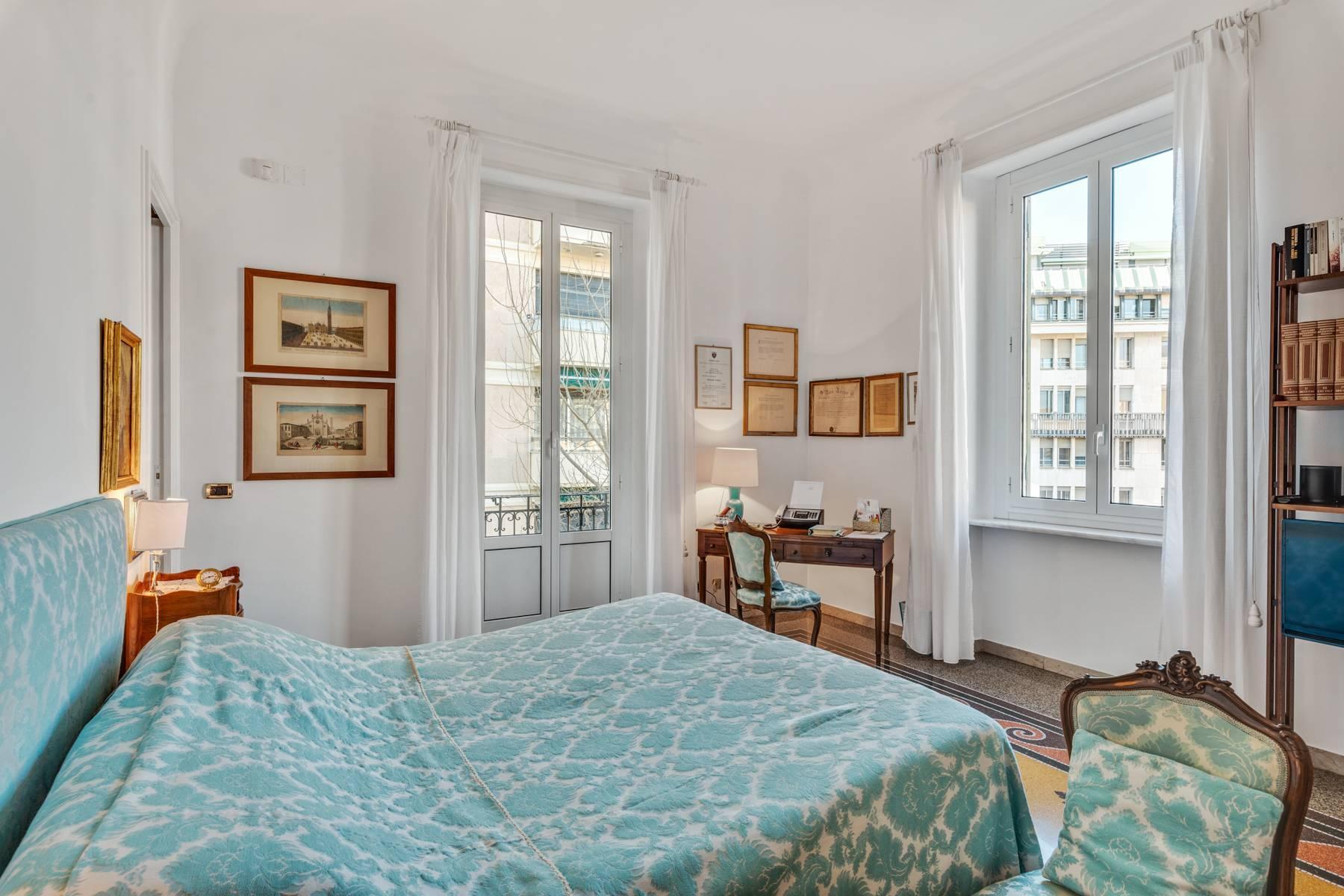 Prestigious 275 sqm apartment inside a period building in Carignano - 11