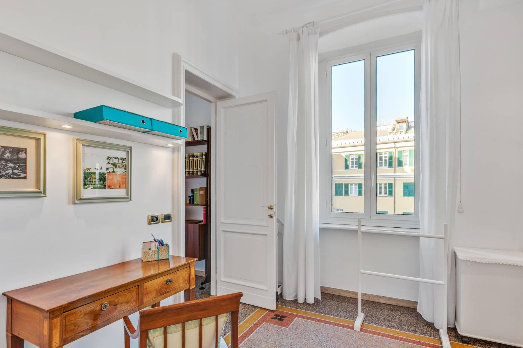 Prestigious 275 sqm apartment inside a period building in Carignano - 22