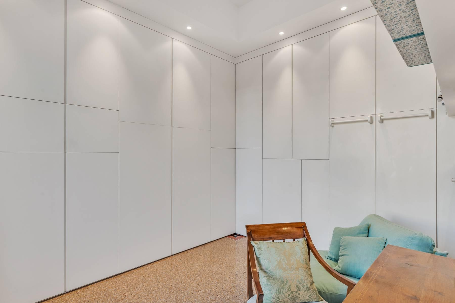 Prestigious 275 sqm apartment inside a period building in Carignano - 23