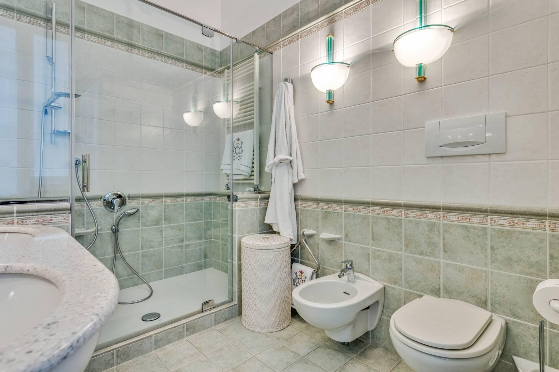 Prestigious 275 sqm apartment inside a period building in Carignano - 24