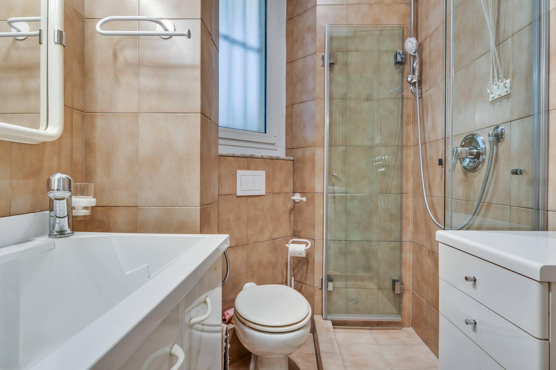 Prestigious 275 sqm apartment inside a period building in Carignano - 25